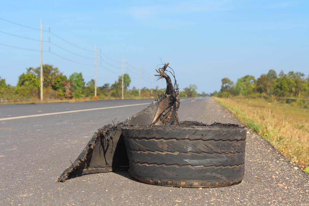 Accidente De Auto Causado Por Explosión De Llanta