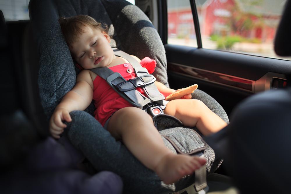 ¿Por qué debemos dejar a nuestros niños solos en el Auto?